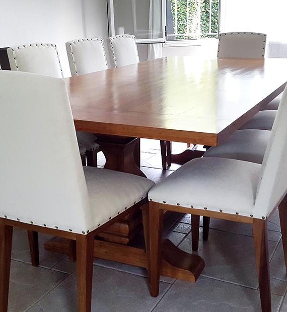 mesa-con-pata-pera-de-pino-brasil