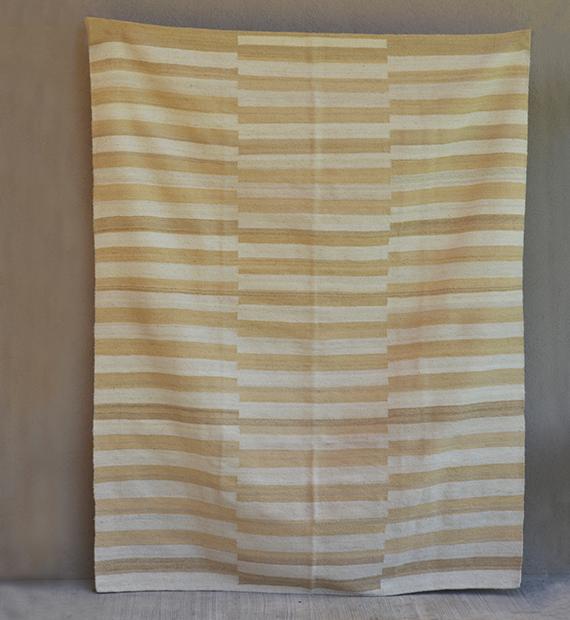 alfombra-desplazada-natural-y-beige