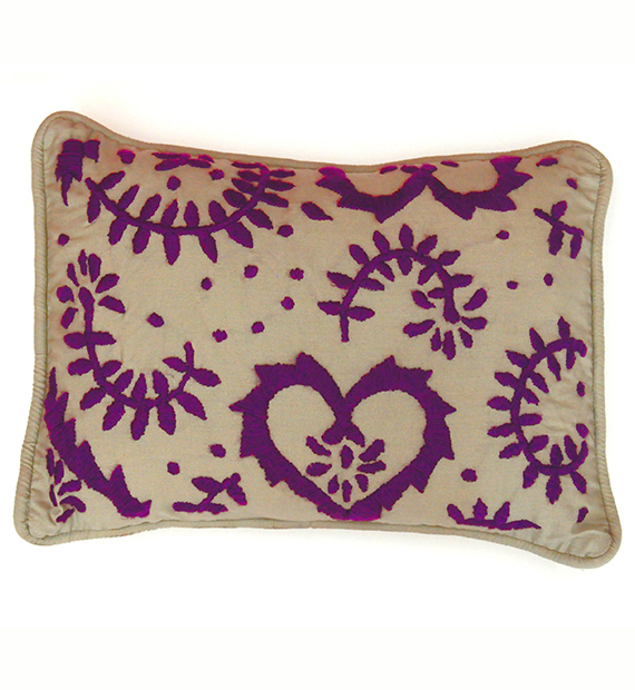 violet-heart-cushion