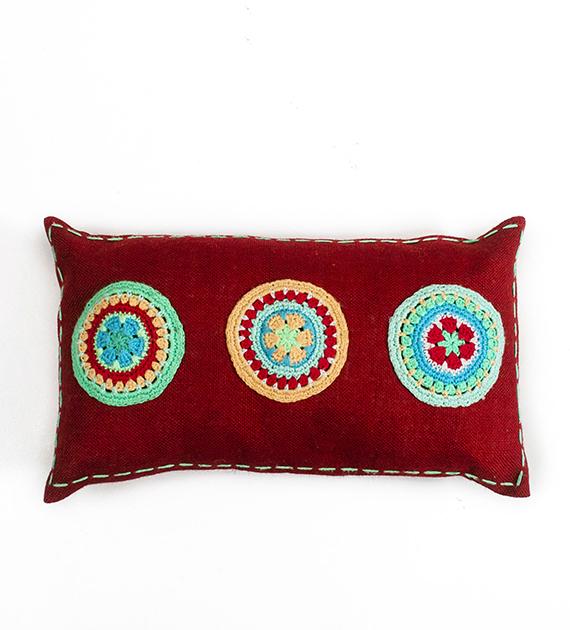 almohadon-de-yute-y-crochet-rectangular-mediano-rojo