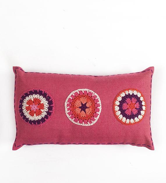 almohadon-de-yute-y-crochet-rectangular-mediano-rosa-antiguo