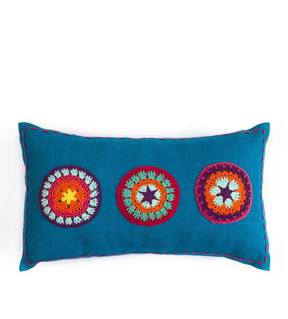 almohadon-de-yute-y-crochet-rectangular-mediano-turquesa