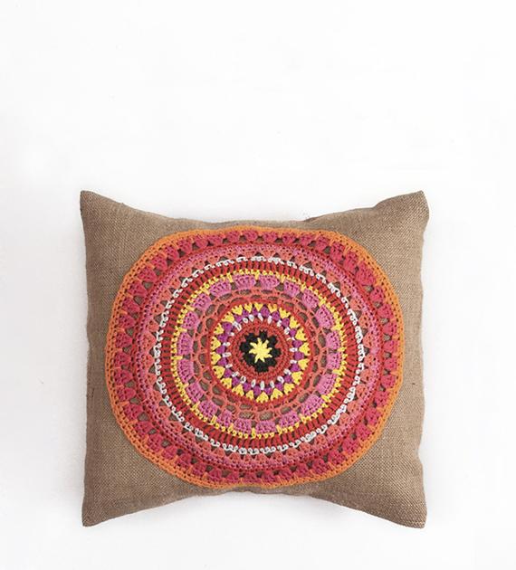 almohadon-de-yute-y-crochet-cuadrado-natural