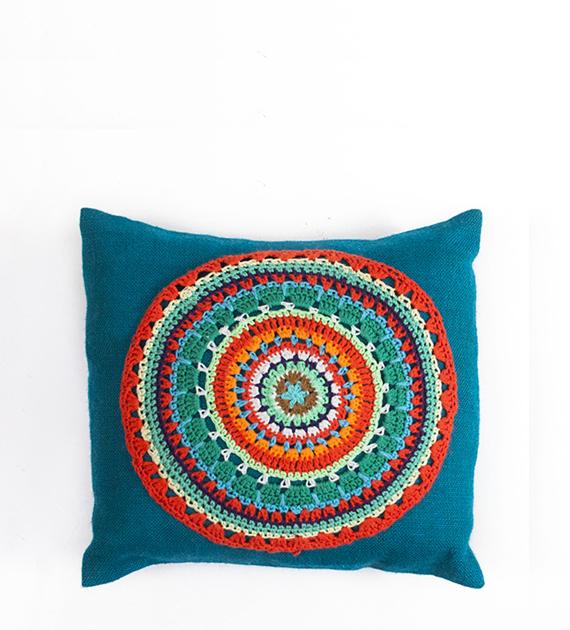 almohadon-de-yute-y-crochet-cuadrado-turquesa