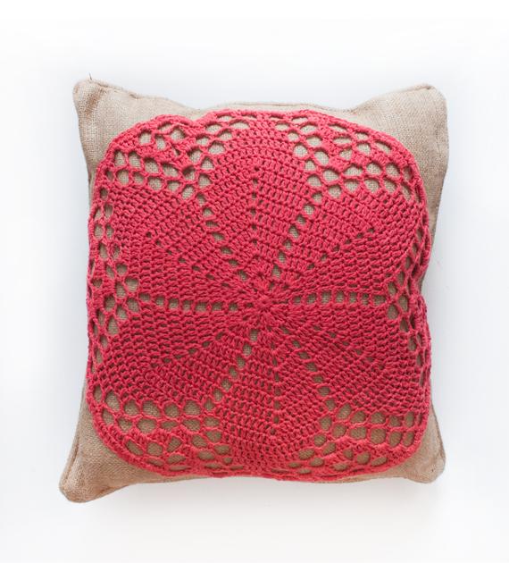 almohadon-yute-y-crochet-fucsia-50-x-50
