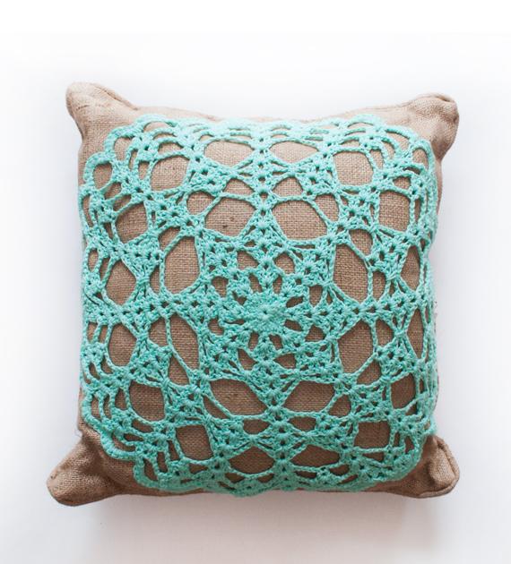 almohadon-yute-y-crochet-turquesa-2-50-x-50