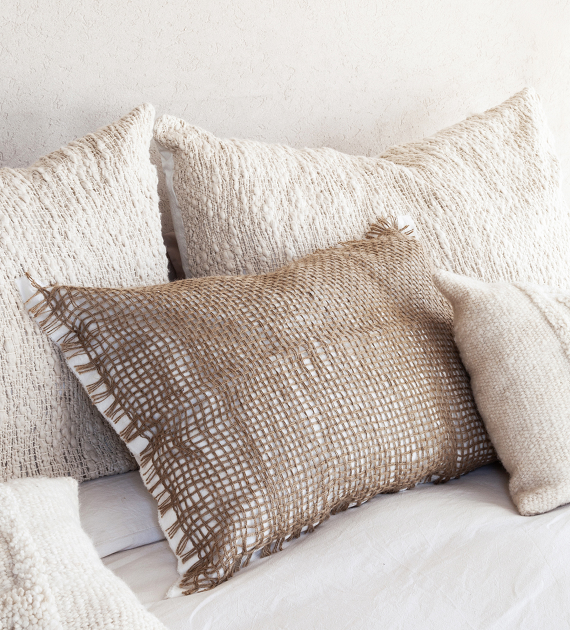 almohadon-tramas-beige-cuadrado-con-flecos