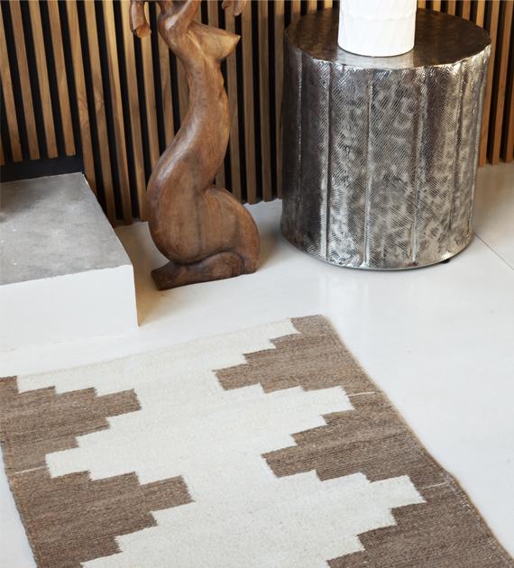 par-de-alfombras-molinos-costado-de-cama