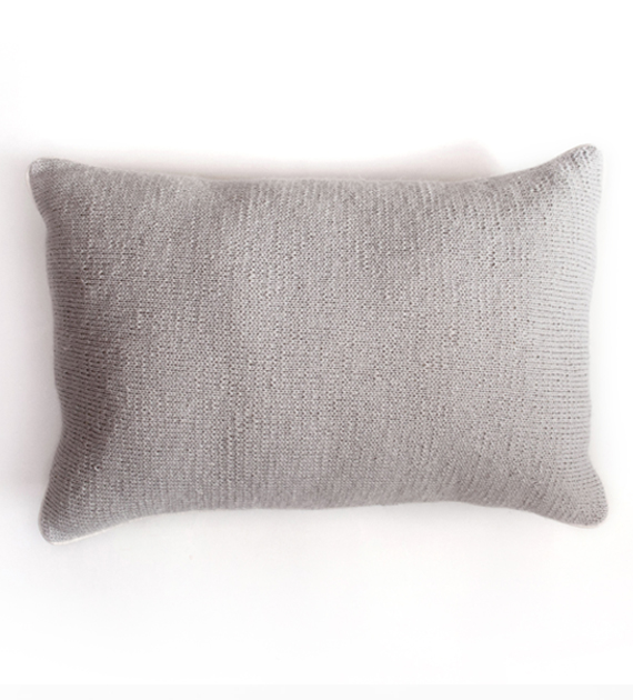 almohadon-tejido-monocromatico-gris-claro-70-x-50