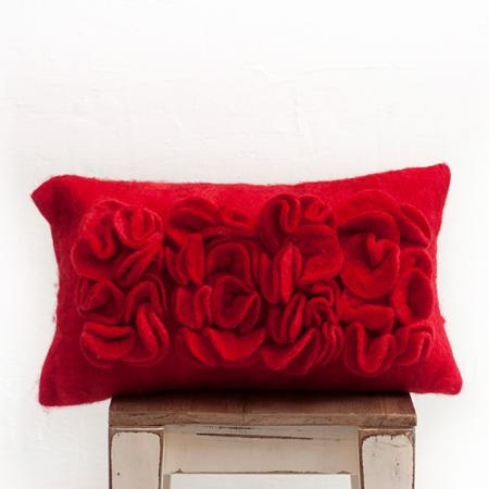 almohadon-de-fieltro-con-volados-rojo